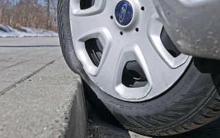 Что делать, если спускает колесо между диском и покрышкой? список действий